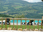 Tutto-Annunci Todi: a 5 min dal centro, casale in pietra ristrutturato con piscina e 3 ha di terreno.