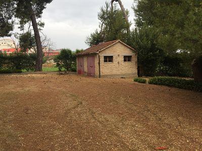 Tutto-Annunci vendesi villa con giardino ed eventuali terrenni adiacenti