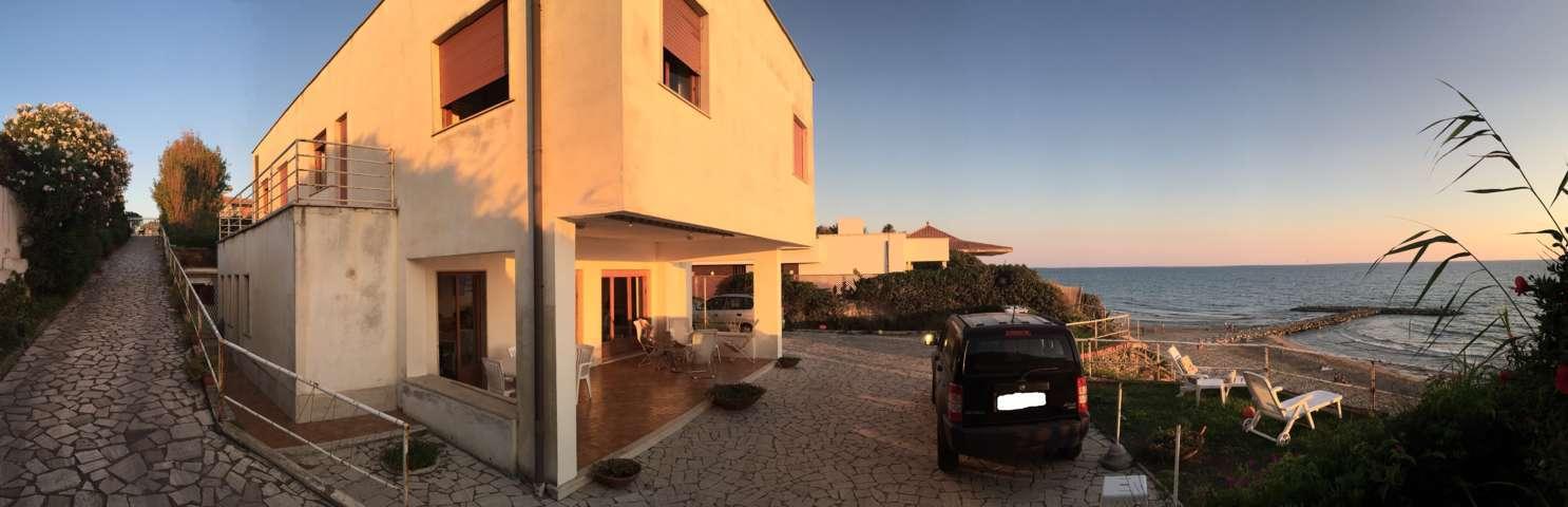f8d51d0665bf 11 03 2018 Vendita case vacanza - Esclusiva villa sul mare,posizione unica  per amanti del mare - Villa sul mare, in posizione unica disposta su due  piani ...