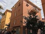 Tutto-Annunci Albergo in centro Varazze di tre piani con mansarda a 300 mt. dal mare.